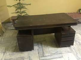 Office Table For Sale With moveable wheels