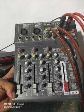 Mixer empat channel