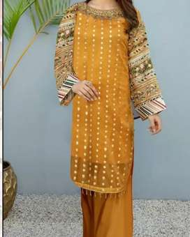 Wholesale clothes available in best price