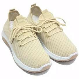 sepatu olahraga sport running Dr. Kevin