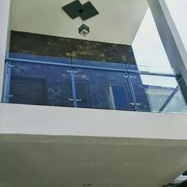 Design elegan balcon kaca