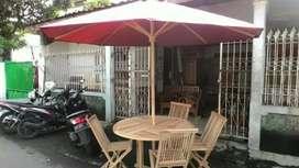 Kursi meja dan payung pantai, kolam, lantin, vila, resto, tempat wisat
