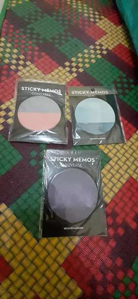 Sticky memo / note