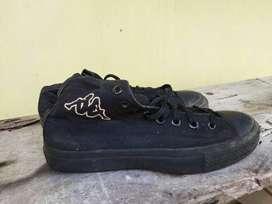 Sepatu canvas kappa