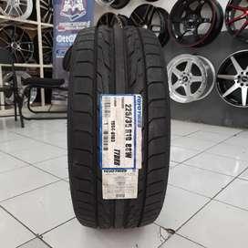 Ban mobil import. Toyo 225/35 R19 toyo DRB. B/u civic New, mercy dll