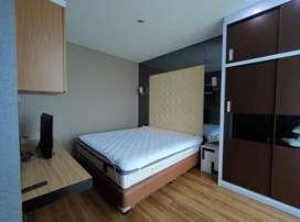 Di Sewakan Apartemen Central Park 1 Bedroom Furnish Lantai Tinggi