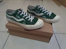 Local pride - Ventela public low green sz 42 custom