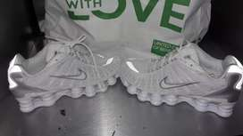 Sports shoes New