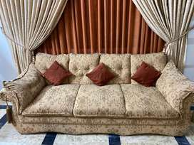8 seater sofa with 8 coushins
