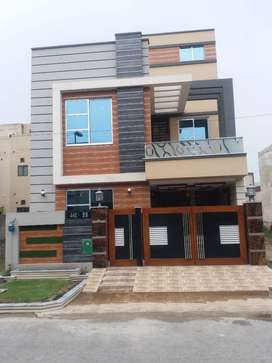 5 Marla Brand New Luxary House ideal Loction In Bahria Town Lahore