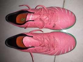 Sepatu futsal ortuseight no 38