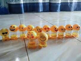 Boneka goyang emoticon