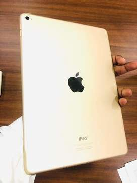Ipad Air 2 : 16GB : Golden : Very clean