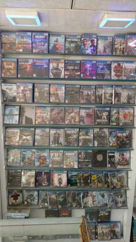 Ps4 and xbox one games and controller