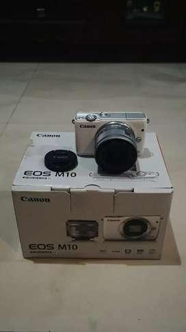 Dijual kamera mirrorless canon EOS M10 apik mulus!