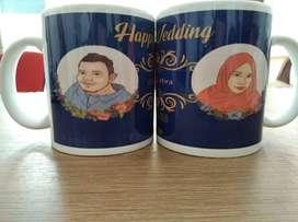 buat mug custom souvenir pernikahan