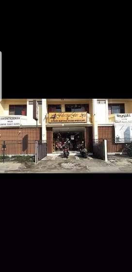 Raya Raya Seturan perumnas jalan rame usaha depan indomaret dekat UPN