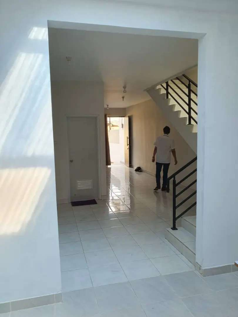 Rumah baru 2 lantai siap huni termurah ,garasi, dkt mall2, 2pintu tol