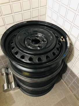 """Scorpio 17"""" Original Wheels with Cap Cover"""
