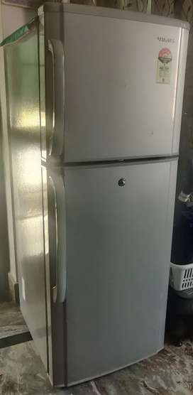 Refrigerator for sale contact In picture refrigerator only.