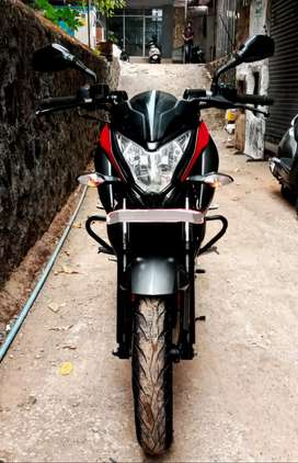 Buy this PULSAR NS 200 on Easy EMI and Warranty