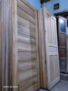 Daun pintu kayu