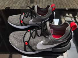 Nike duel racer size 8