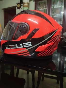 Zeus brand new helmet not used (worth 6500)
