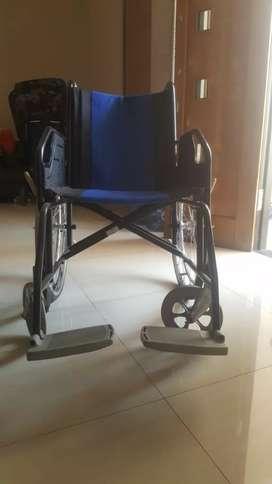 Kursi roda biru