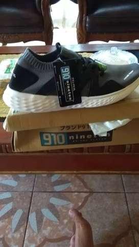 Sepatu nineten baru
