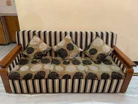 5 seater sofa with cushions
