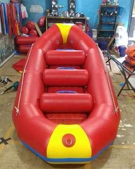 Perahu karet rafting merah kap 8 orang