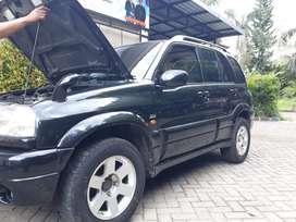 Di jual mobil escudo 2005