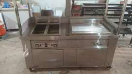Counter with double fryer and hotpalte