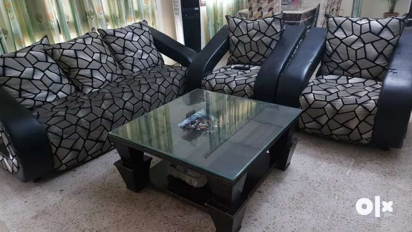 5 sitter sofa with centre table