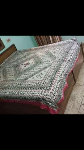 Double bed with box