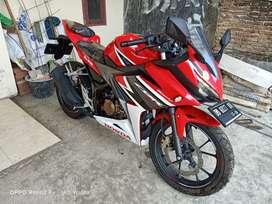 Honda CBR 150r tipe racing. Pembelian 2021 bln 02 alias masih baru