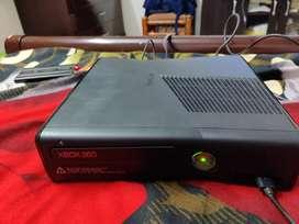 Xbox 360 s console, remote, hard disk