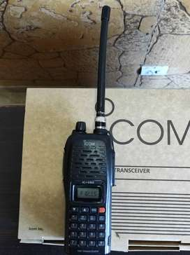 WALKIE TALKIE ICOM TWO WAY RADIO IC-V82  wirless