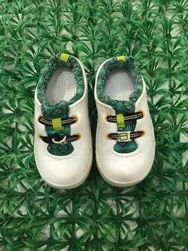 Sepatu sport casual green unisex size 27
