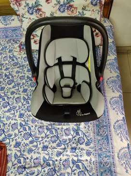 R for Rabbit baby / infant car seat in excellent condition