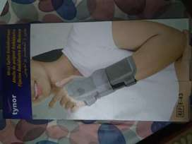 Tynor wrist support, size large