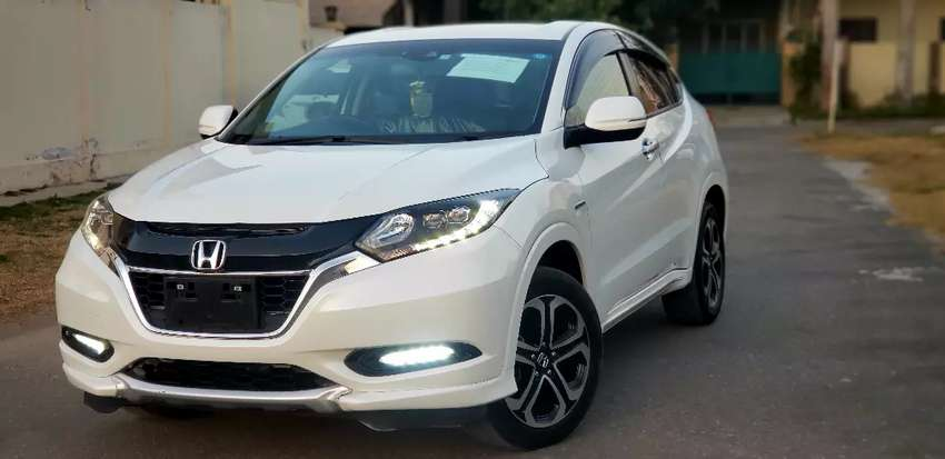 Honda Vezel Z  17 Model fresh import 0