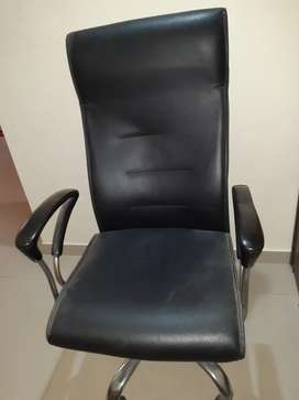 I want to sell my 1revolvig chair.