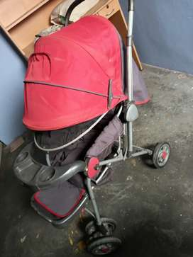Baby pram.. goog condition new price is 6500.. now only 1800