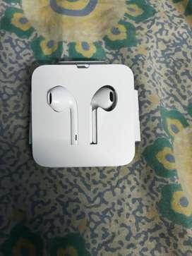Iphone 7 original brand new earphones
