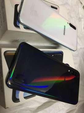 Samsung galaxy A50 4/64, mint condition, in warranty.