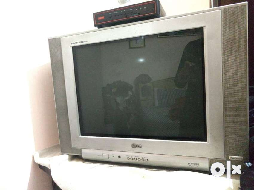 """LG Flatron Plus 21"""" CRT TV perfect condition with remote 0"""