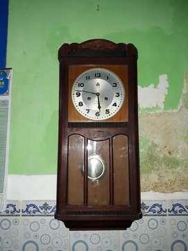 Jam bandul lubang 2 555 15 day,manual putar,bunyi tiap 30 menit