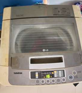 LG FULLY AUTOMATIC WASHING MACHINE IN GOOD WORKING CONDITION